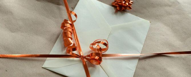 Roliga sätt att slå in ett presentkort på!